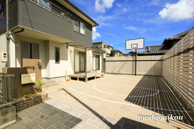 お庭にバスケットコートを創ろう!!本気と遊びで心をつかむ、お庭リフォーム