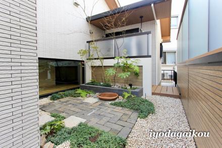 素敵な坪庭+洗濯干し場スペース