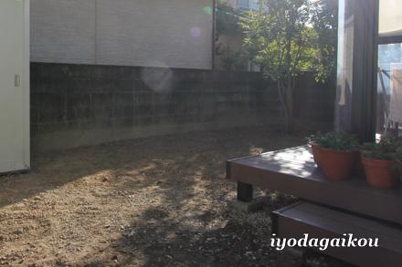 施工前の壁の様子。長年の汚れを簡単に綺麗にするには?