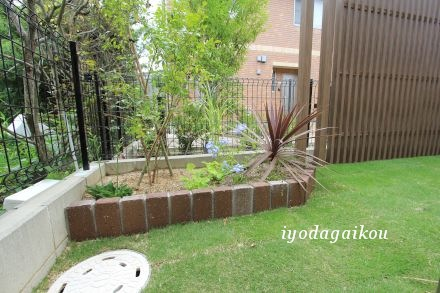 庭の隅には花壇スペースを設置です