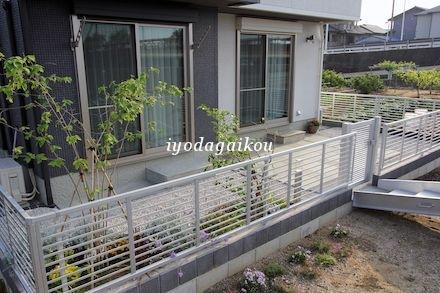 お庭は植栽スペースとストーンテラス