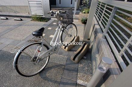 独立式で倒れない自転車置き場