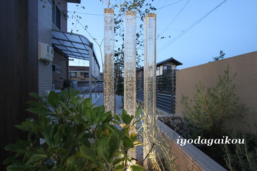 透き通る光・・・ガラス角柱の空気感が素敵です