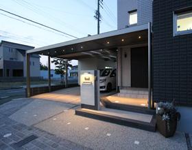 〜濡れずに出かけよう 収納一体化のデザインカーポート・・・豊橋市 M様邸