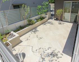 〜リビング前に素敵に広がる Tile Terrace Gardenのあるお家・・・豊橋市F様邸