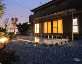 〜砕石でお庭をカッコ良く 光とタイルでみせる庭・・・豊橋市Y様邸