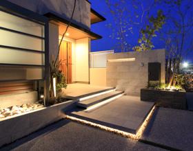 品よく飾るExterior Design ワンちゃんと過ごすタイルデッキのあるお庭・・・豊橋市F様邸