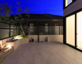 〜リビングから繋がる空間、暮らしに「映える」ラステラデッキのあるお庭・・・豊橋市F様邸